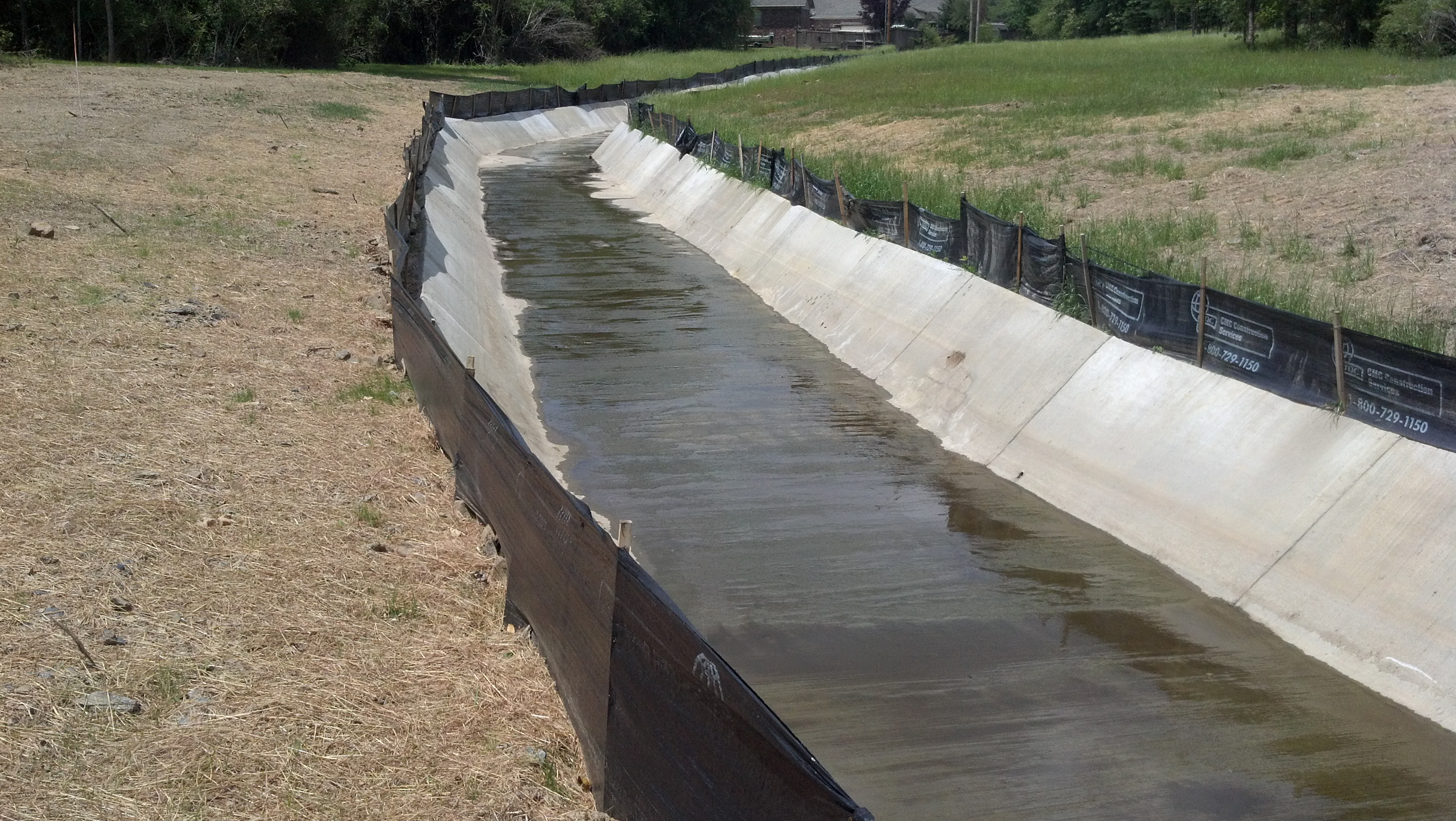 how to build a drainage ditch